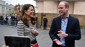 """Linksmai nusiteikęs princas Williamas pasveikino savo brolį įsiliejus į """"miego trūkumo bendruomenę"""""""