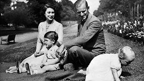 Elizabeth II ir princo Philipo meilės istorija: laiškuose užgimusi meilė ir slaptos sužadėtuvės nežinant karaliui