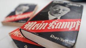 """Vokiečiai perleido Adolfo Hitlerio knygą """"Mano kova"""""""