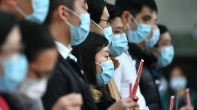 Koronaviruso epicentre: gimnazijas ir kitas įstaigas Kinija pertvarko į skubios pagalbos ligonines