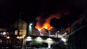 Populiarų Londono turgų niokojo didelis gaisras