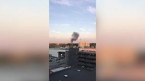 Skaitytojas užfiksavo rūkstančius juodus dūmus Vilniuje