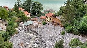 Aplink Komo ežerą – tragiški vaizdai: populiari atostogų vieta vaduojama iš nuošliaužų
