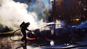 Vilniuje Šeškinės rajone liepsnojo automobilis Toyota Prius