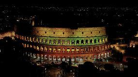 Unikalūs video kadrai: lietuviška trispalve apšviestas Romos koliziejus