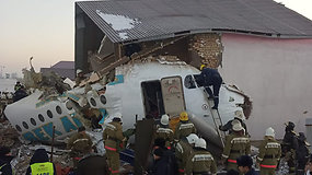 Kazachstane nukrito lėktuvas, kuriuo skrido beveik 100 žmonių