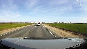 """Pavojingas """"Honda Civic"""" lenkimas: vos išvengta tragedijos"""