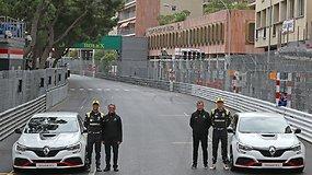 """Renault Megane R.S. Trophy-R"" modelį vairavo F1 pilotai N.Hulkenbergas ir D.Ricciardo"