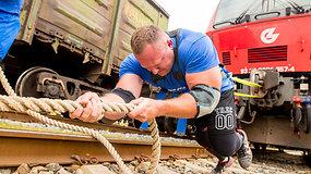 Galiūnai Mindaugas Jaras ir Dainius Repšys traukė lokomotyvą