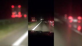 Pavojinga situacija: Šiaulių rajone vilkikas važiavo prieš eismą