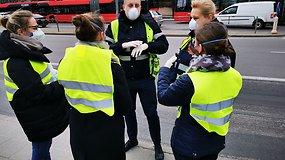 20-tyje svarbiausių Vilniaus stotelių piko metu dezinfekuojamos keleivių rankos