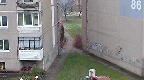 Skaitytojas nufilmavo gaisrą Vilniuje, Fabijoniškių rajone