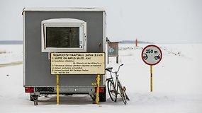 Ledo keliu važiuodami estai taupo laiką