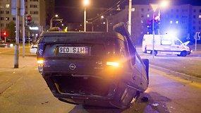 Vilniuje į avariją pateko sužalotą merginą vežęs greitosios pagalbos automobilis