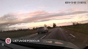 Tarsi lenktynių trasoje: policija pričiupo 67 km/val. leistiną greitį viršijusį vairuotoją