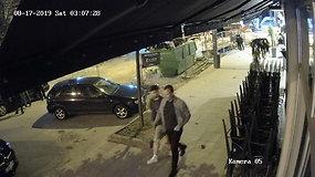 Po moteriškos rankinės vagystės Kauno policija ieško šių vyrų