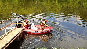 Inscenizuotas skenduolio gelbėjimas: į pagalba skuba motorinė valtis