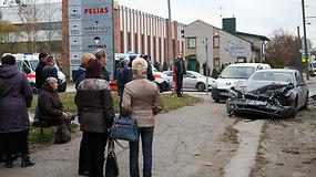 Kaune avarijos metu susidūrė trys automobiliai