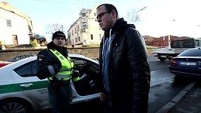 Kaune BMW rėžėsi į apšvietimo stulpą