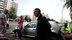 Kaune avariją sukėlęs BMW vairuotojas išplūdo pareigūnus
