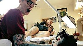 Studijas Anglijoje baigęs Martynas Šnioka grįžo į Lietuvą dirbti tatuiruočių meistru