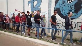 Brolių nuotykiai Tunise: kuo baigėsi futbolo rungtynės, kuriose prekiaujama arbata?