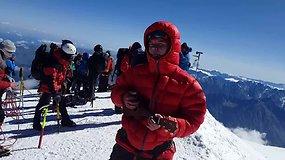 Į Kazbeko viršukalnę įkopusi lietuvaitė Kotryna Reimerytė pritardama ukulele sau uždainavo