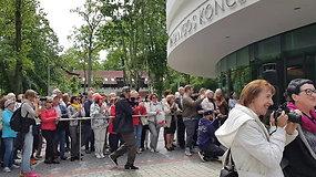 Ant Palangos koncertų salės išraižytas S.Povilaičio parašas, suskambo žinomiausia daina