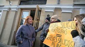 ŠMM ministrė Jurgita Petrauskienė susitiko su protestuojančiais mokiniais