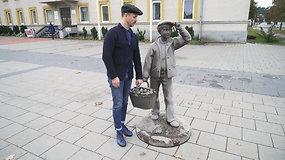 Varėnoje Audrius Bružas mankštinosi su aktyviomis senjorėmis