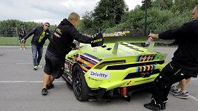 """Superautomobiliai """"Aurum 1006 km lenktynių"""" techninėje komisijoje"""