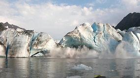 Baidarininkai iš labai arti pajuto griūvančių ledynų galią