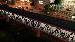 Honkonge atkartojant Baltijos kelio protesto akciją žmonės susikibo į 40 km ilgio grandinę
