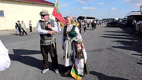 Lietuvos-Latvijos pasienyje susirinkę žmonės dalinosi prisiminimais apie Baltijos kelią