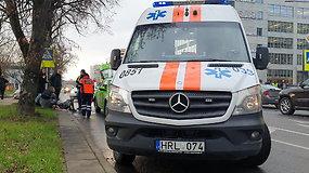 Vilniuje taksi automobilis partrenkė per perėją ėjusią merginą