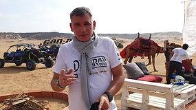"""Saudo Arabijos dykumoje Dakaro žurnalistai išbandė galingus """"Can-Am Maverick"""" bagius"""