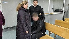 Žengdamas į teismą Tauragėje kaltinamasis jurbarkietis verkšleno