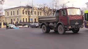 Vilniuje prie Geležinkelio stoties sunkvežimis mirtinai sužalojo pagyvenusią moterį