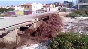 Čilėje smarkios liūtys sukėlė potvynius ir nuošliaužas, 4 mln. gyventojų nutrauktas geriamojo vandens tiekimas