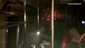 Dėl avarijos Niujorko metro keleiviai pagalbos laukė tamsoje