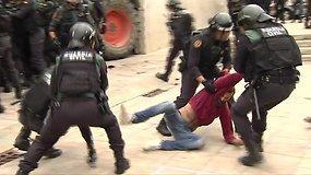 Katalonijos nepriklausomybės referendumas neapsėjo be susirėmimų su policija