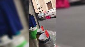 Čilėje nuo policijos sprukusi moteris apgadino tris automobilius