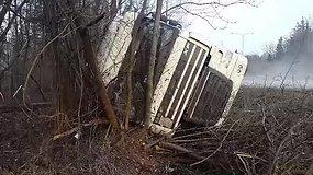 Netoli Kauno apvirto Baltarusijos piliečio vairuojamas vilkikas