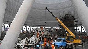 Kinijoje statant elektrinės aušinimo bokštą sugriuvo pastoliai, žuvo mažiausiai 40 žmonių