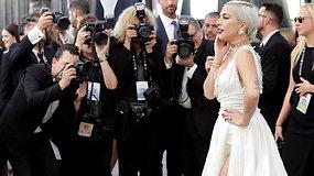 Pasigrožėkite: ant ekrano aktorių gildijos apdovanojimų raudonojo kilimo puikavosi žvaigždės