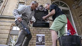 Prie Vrublevskių bibliotekos vėl pakabinta atminimo lenta Jonui Noreikai