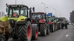 Žemdirbiai traktoriais suvažiavo į protesto akciją sostinėje