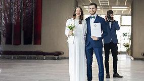 Per karantiną susituokę Laura ir Gediminas buvo kūrybiški: savadarbis makiažas, pačių pintos gėlės