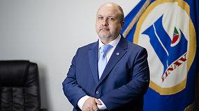 """Vežėjų asociacija """"Linava"""": Lietuvoje norinčių dirbti vilkikų vairuotojais yra per mažai, o sprendimo skirti daugiau kvotų nesulaukiame"""