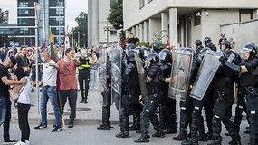 Malšinti prie Seimo kilusių neramumų atvyko riaušių policija